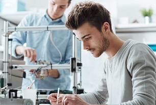 Engineering students working in a lab, source: istock / demaerre
