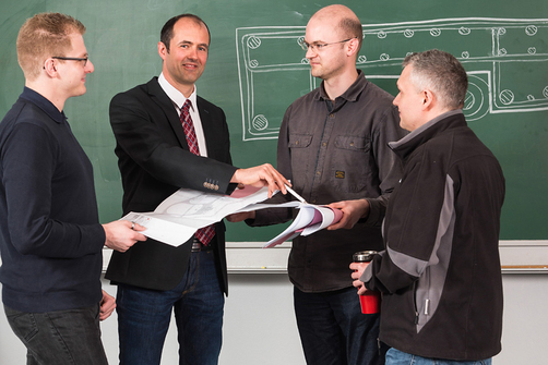 Dr.-Ing. Jörg Unger (2nd from left) coordinates an interdisciplinary team in BAM's infrastructure focus area. Their task is to develop forecasts for the service life of bridges.