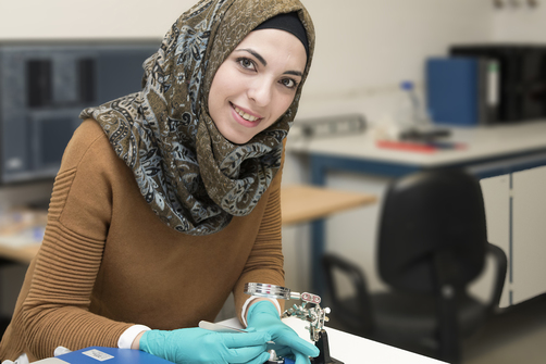 Ahed Almalla began studying chemistry in Aleppo but had to escape from Syria in 2015. In Germany she is currently writing her master's thesis and completed a two-month internship at BAM.