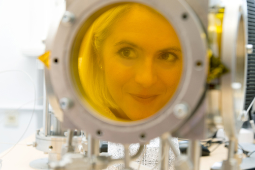 "Prof. Dr. Christiane Stephan-Scherb looking through the ""X-Cor II"" device"