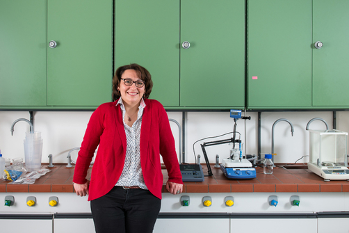 Dr.-Ing. Özlem Özcan builds an electrochemical laboratory universe at BAM to develop sensors that can differentiate between the progress of uniform and localised corrosion.
