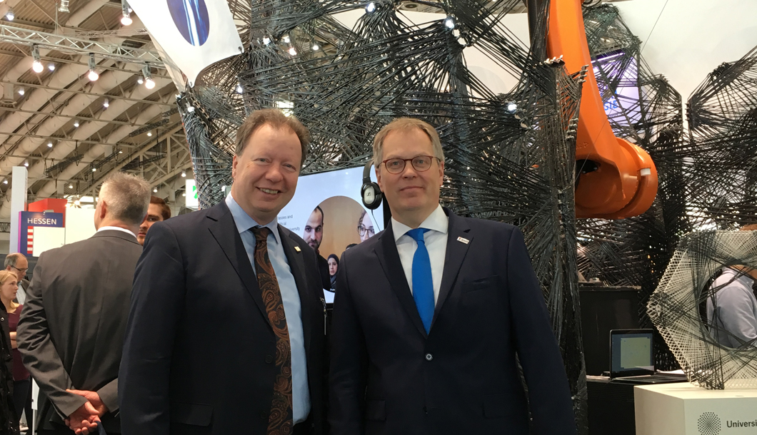 Prof. Dr. Ulrich Panne together with Prof. Dr. Wolfram Ressel (left) at the booth of the University of Stuttgart at Hannover Messe.