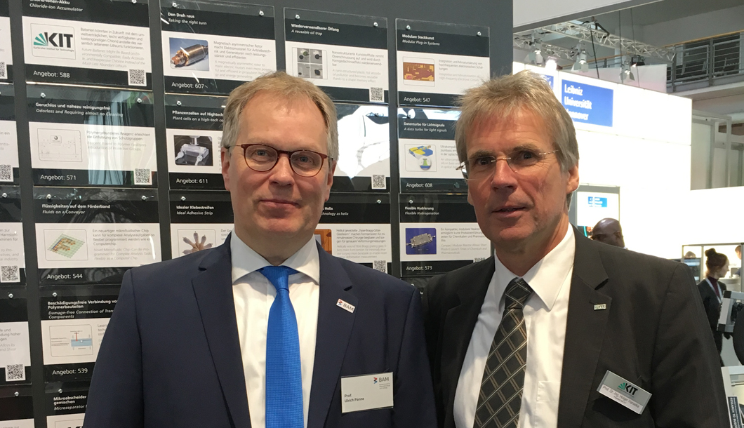 At the booth of Karlsruhe Institut für Technologie (KIT), Prof. Dr. Ulrich Panne met with Prof. Dr. Holger Hanselka (right), president of KIT.