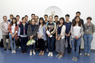 Group photo with Adolf Martens: students from the Technical University of East China from the fields of environmental engineering, materials and energy science visited BAM