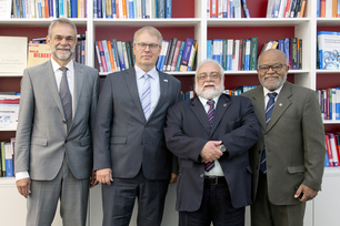Image of Dr. Pedro Dolabella Portella, head of the Materials Engineering department, Prof. Dr. Ulrich Panne, president of BAM, Prof. Carlos Augusto de Azevedo president of INMETRO, and Jorge Cruz, head of the International Relations unit