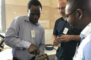 "Analysis meets ""hands-on"" training: Dr. Wolfram Schmidt and his team from BAM's Technology of Construction Materials Division support African scientists in their research into sustainable concrete."
