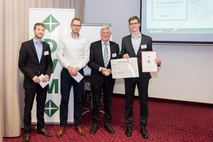 Tobias Thiede from the Micro Non-Destructive Testing Division (right) has won the Junior Prize worth 200 euros for his outstanding scientific contribution.