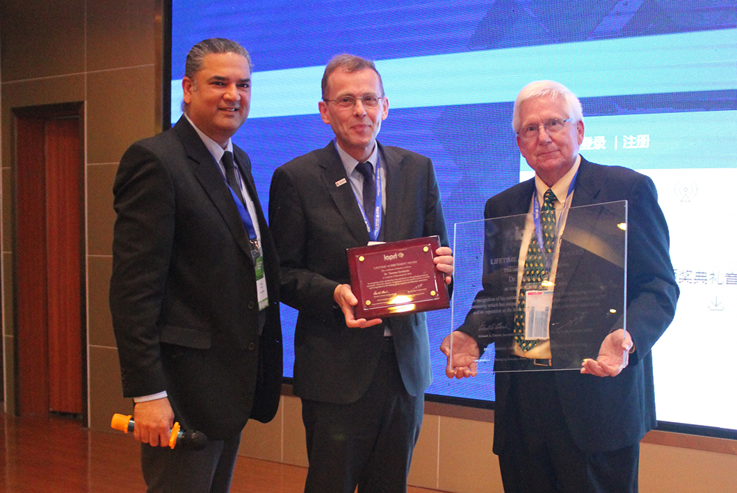 Dr. Thomas Goedecke (middle) was honoured with the IAPRI Lifetime Achievement Award.
