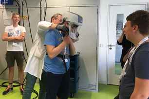 A look behind the scenes at BAM: not so easy to put on a respirator