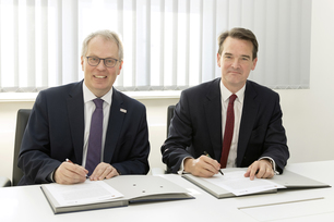 Signing of the MoU by Professor Ulrich Panne, president of BAM president, and pro-vice-chancellor (international) of the University of Birmingham, Professor Robin Mason