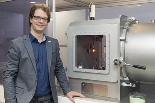 Man and MAUS: Dr. Brian Pauw from the Polymers in Life Sciences and Nanotechnology division has been researching SAXS for a long time, leading the design and construction of the device
