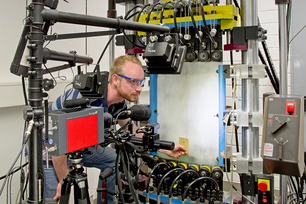 Dustin Nielow, working in the project team of  Dr. Arne Kromm, at the shell test bench