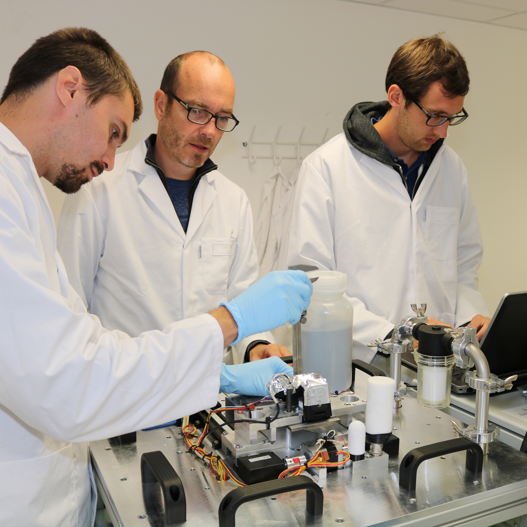 The team of Prof. Dr. Jens Günster, Head of Division Ceramic Processing and Biomaterials, and high-performance ceramics professor at the Clausthal University of Technology will be carrying out tests on additive manufacture under microgravity conditions.